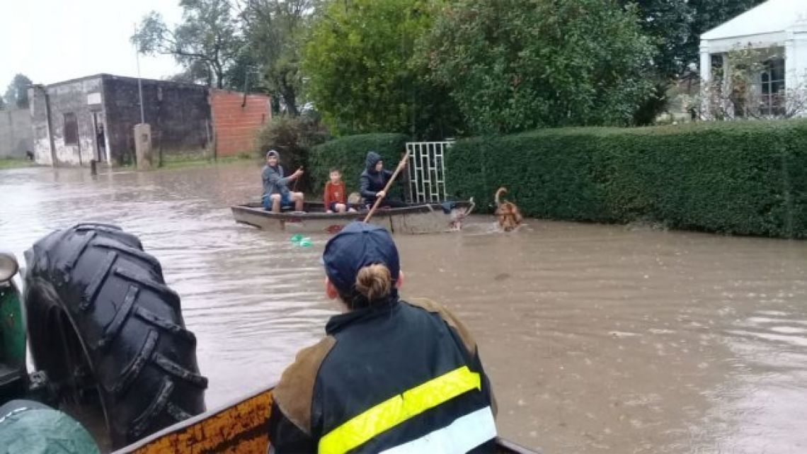 Flooding: A first respondent arrives to a home in Rosario del Tala, Entre Ríos.