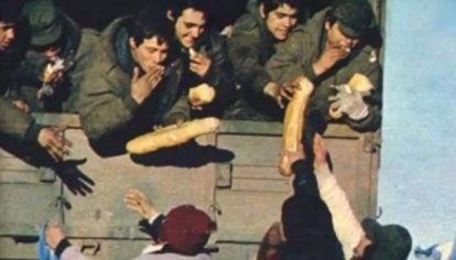 El 19 de junio de 1982, los habitantes de Puerto Madryn se volcaron a las calles a recibir a los soldados que venían de la Guerra de Malvinas.