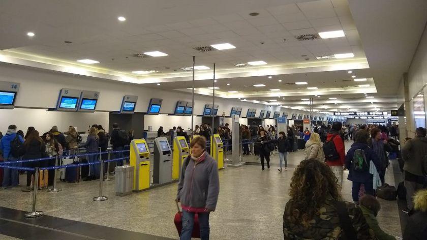 Controladores aéreos comienzan hoy con paros programados: cómo afectarán a los vuelos