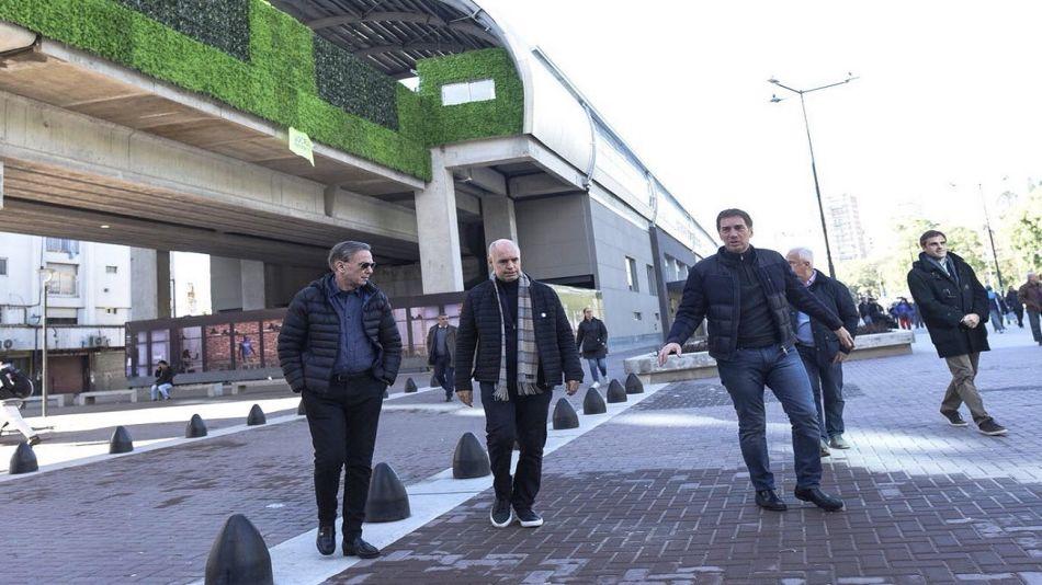 El nuevo look de Miguel Ángel Pichetto con Horacio Rodríguez Larreta y Diego Santilli.