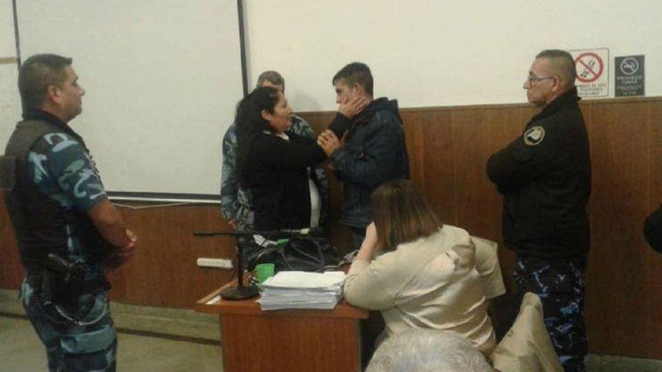 Nancy López abrazó y perdonó al asesino de su hijo.