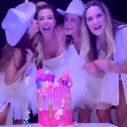 El cumpleaños de Mónica Ayos