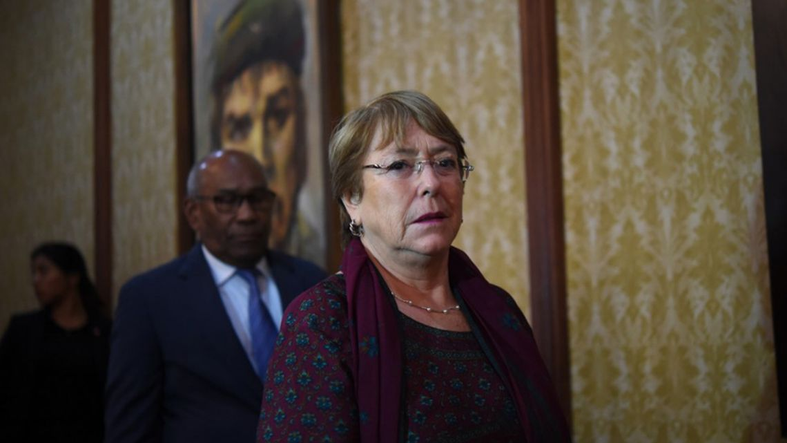 ichelle Bachelet (R) and Venezuela's Education Minister Aristobulo Isturiz pass by a portrait of Argentine revolutionary leader Ernesto 'Che' Guevara as they head to a meeting in Caracas on June 20, 2019.