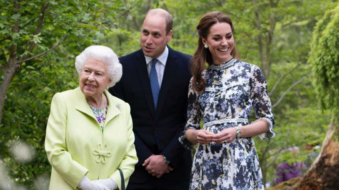 La Reina Isabel saludó al Príncipe William por su cumpleaños y despertó una gran polémica