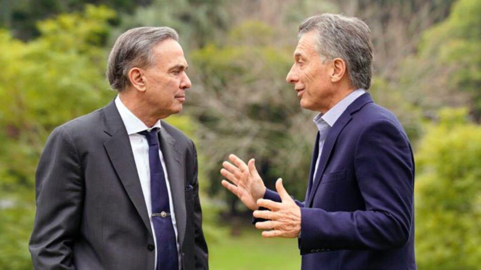 El presidente Mauricio Macri junto al senador Miguel Angel Pichetto en la quinta de Olivos.