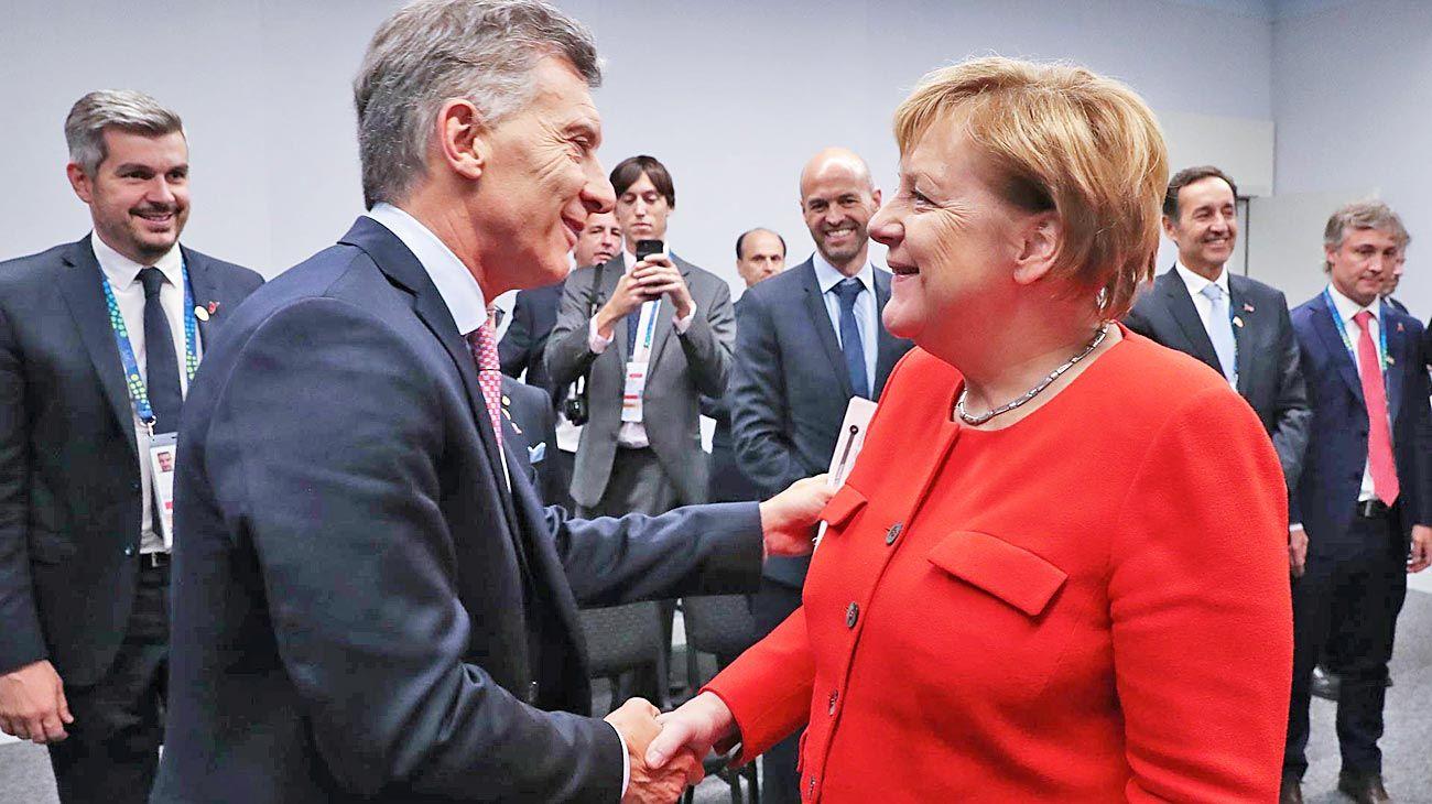 Saludo. La canciller alemana es consciente de los peligros que acechan.