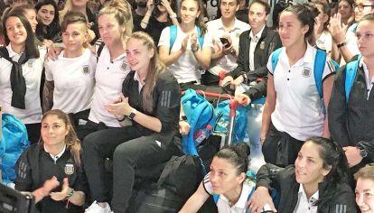 Ezeiza. El equipo nacional fue recibido por miles de fanáticas en el aeropuerto.