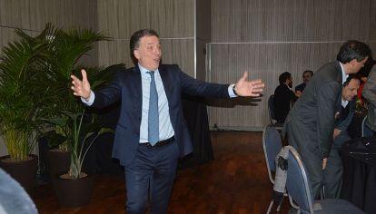 COMO EN CASA. El ministro, sorprendido por el recibimiento en la Bolsa.