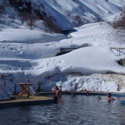 Después de un día de esquí, no hay nada mejor que zambullirse en aguas volcánicas a 37 °C.