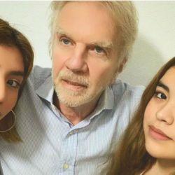 Alberto Ferriols junto a sus dos hijas
