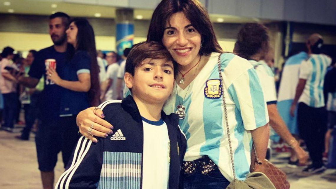 Gianinna Maradona y su hijo alentaron a la Selección