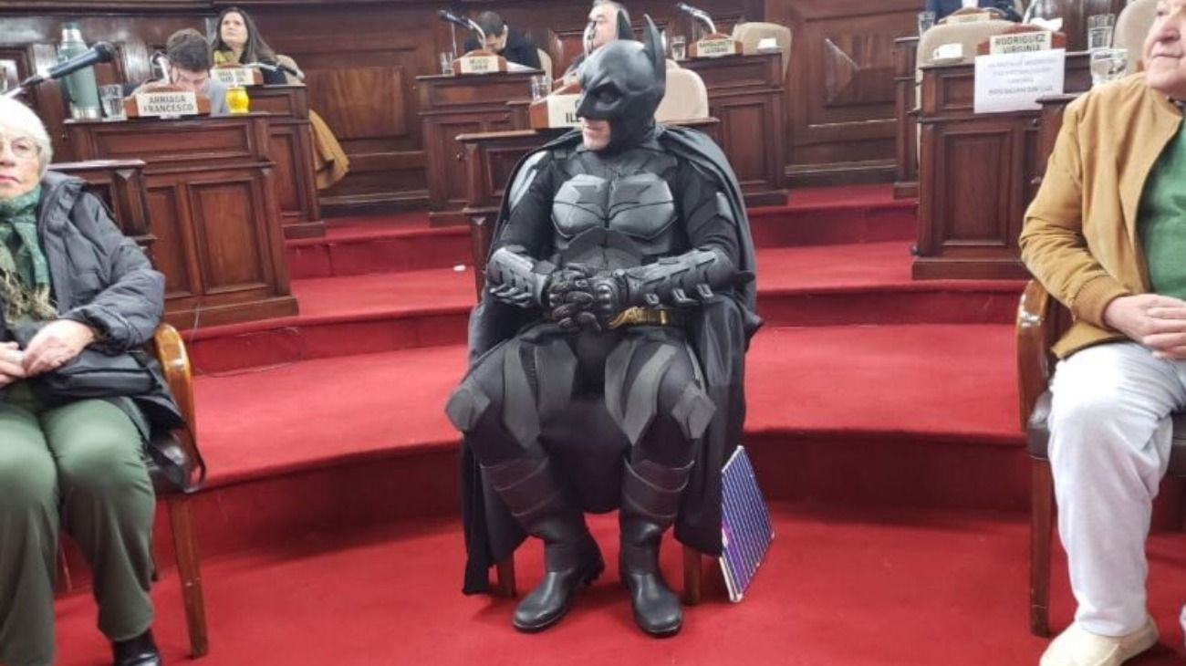 El Batman Solidario de La Plata fue declarado Ciudadano Ilustre por el Concejo Deliberante.