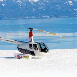 Desde el helipuerto de Ushuaia volaremos en un helicóptero Robinson 44, casi una cápsula vidriada con 360° grados de panorámica.