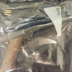 Una simple bolsa Ziploc permiten conservar las armas prácticamente al vacío e inalterables por muchos años.