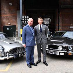 """El príncipe Carlos visitó el set de grabación de """"007"""""""