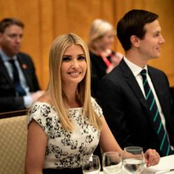 """Ivanka Trump gana elogios en el G-20 con su look """"a prueba de agua"""""""