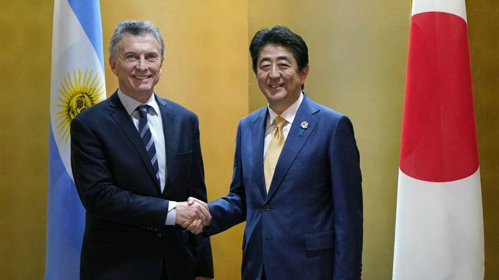 Macri recibido por Shinzo Abe en Osaka.