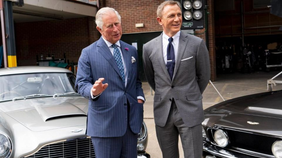 Duelo de galanes, el príncipe Carlos se enfrentó a Daniel Craig en pleno set de 007