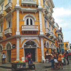 Recorremos las calles de la ciudad amurallada de Cartagena.