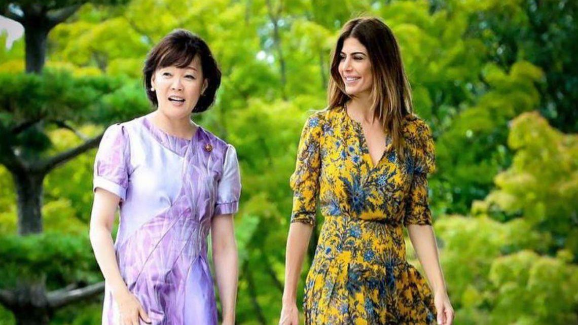Juliana Awada marcó tendencia en Japón con un look primaveral