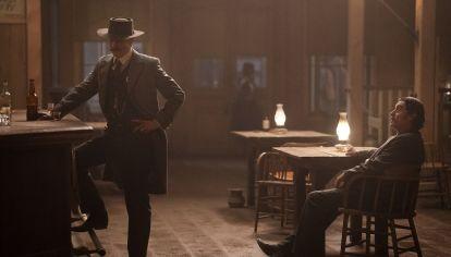 La película cierra los cabos sueltos que habían quedado de la serie, cancelada hace 13 años. Reúne al elenco original.
