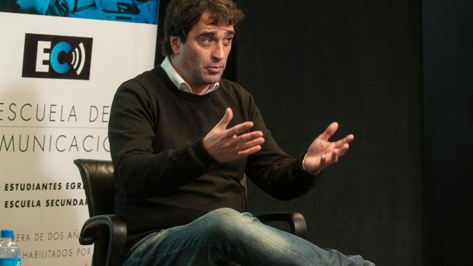 Gabriel Solano en la Escuela de Comunicación de Perfil