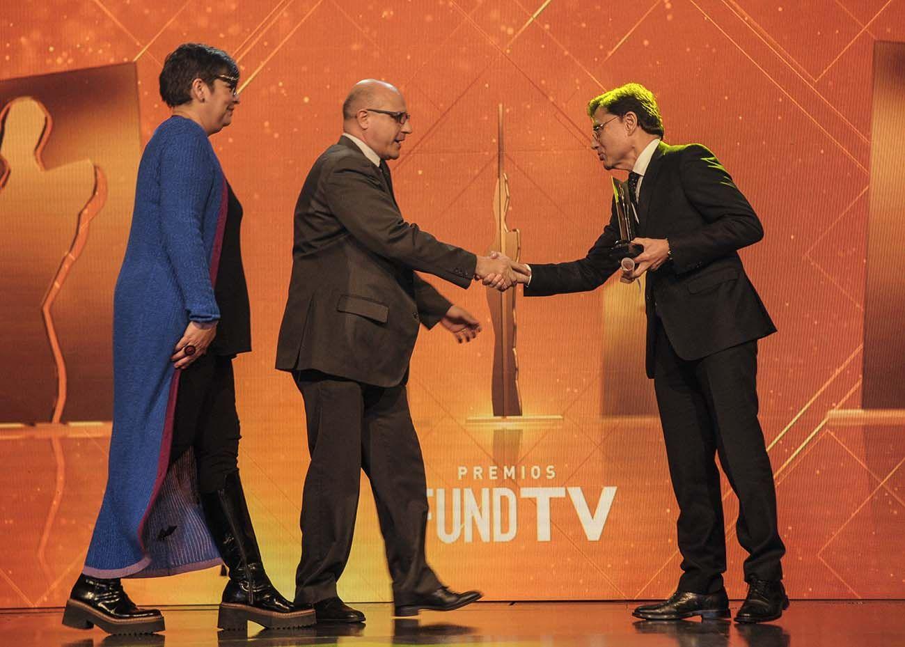 Jorge Fontevecchia entrega Premio Fund TV en su 25a edición realizada en la sociedad rural argentina