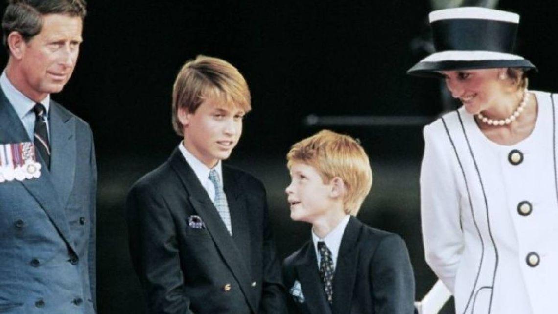 """El día que el príncipe Harry llamó """"chiflada"""" a su madre"""