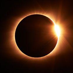 Elemento hecho en casa para poder ver el eclipse sin perjudicar la visión