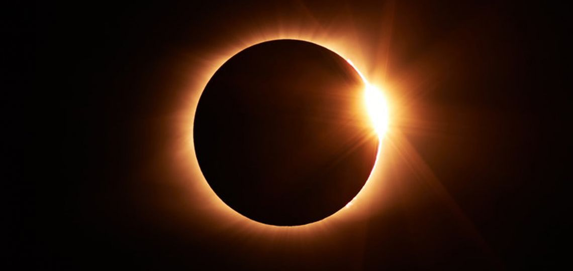 Cómo hacer un proyector casero para ver el eclipse sin dañar tu vista