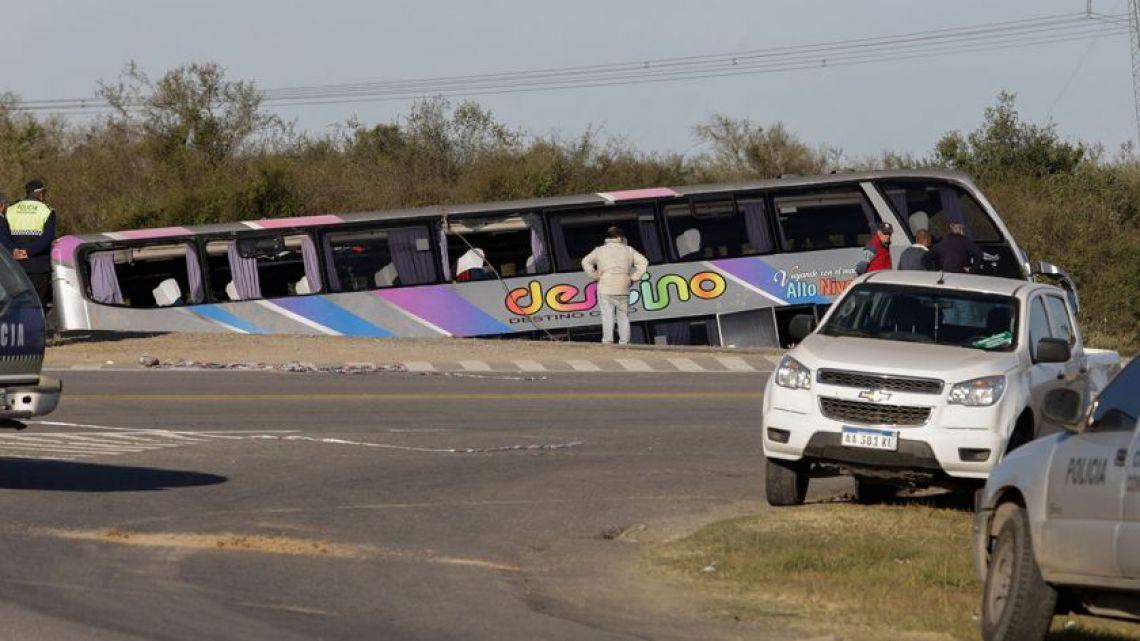 13 dead in Tucumán bus crash.