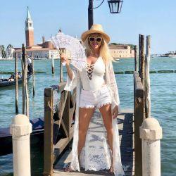 El particular look de Vicky Xipolitakis en Venecia