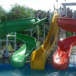 Cuentan con un parque acuático pensado para los más chicos, con agua natural a temperatura ambiente.