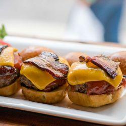 Mini hamburguesas como las de Pop Burger, P. J. Clarke's, Puck Fair y Spitzer's Corner.