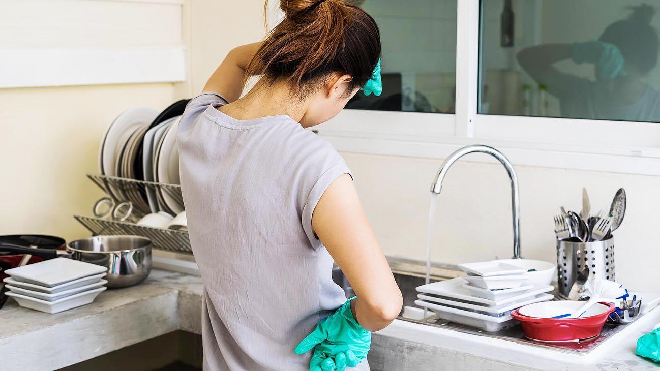 No reconocidas. Las tareas del hogar ocupan muchas horas. El mercado no las considera a la hora de la remuneración y el pago.