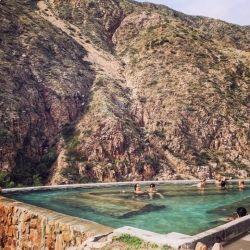 Las termas de Cacheuta, en el centro de Mendoza y al pie de los Andes, tienen quizá el entorno natural más imponente para un baño de este tipo en la Argentina.