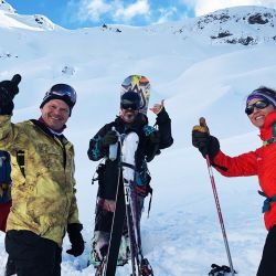 Podrás encontrar el tráiler de Patagonia Powder en 1600mts del cerro, donde te brindarán toda la información necesaria y horarios disponibles para las travesías fuera de pista.