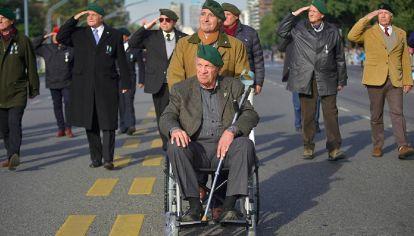 Aldo Rico, durante el desfile por Avenida del Libertador.