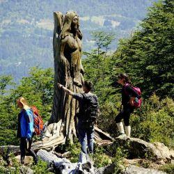 El Bosque Tallado es una galería de arte en medio de la montaña.