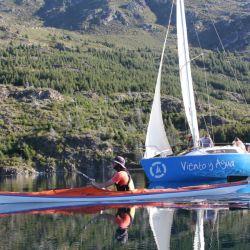 El lago Epuyén es ideal para navegar y disfrutar del paisaje y la pesca deportiva de truchas.