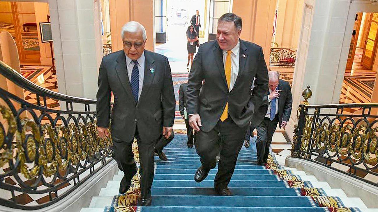 Embajada. Pompeo, junto al embajador Prado, en la residencia de EE.UU., en diciembre de 2018.