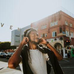 Los Angeles es el centro creativo para muchos músicos de rock. Habrá que caminar por Sunset Boulevard y buscar los pequeños locales con shows en vivo.