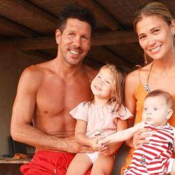 La divertida foto con la que Carla Pereyra, la esposa de Simeone le celebró los 5 meses a su hija