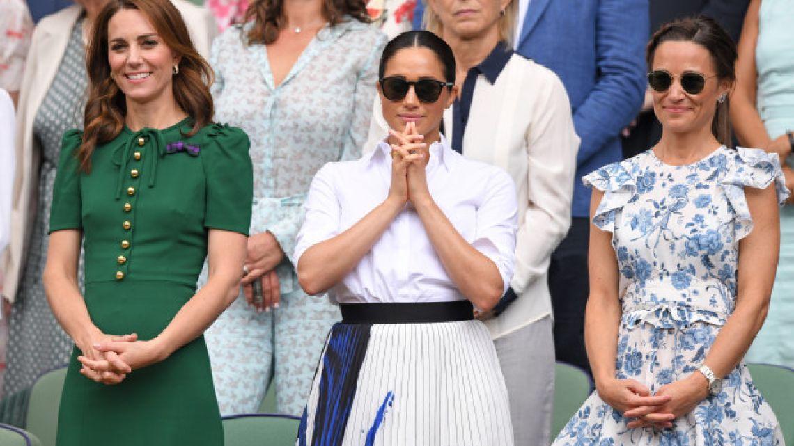 Meghan Markle y Kate Middlenton dieron cátedra de estilo en Wimbledon. Ahora Meghan viajó sola a Nueva York.