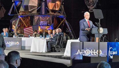 Anuncio. Jim Bridenstein, administrador de la NASA, durante el lanzamiento de la misión Artemisa. La nave Dragon de SpaceX con la que Estados Unidos planea volver a enviar astronautas a la Luna.