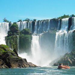Cataratas del Iguazú, una de las siete maravillas naturales de la Argentina y uno de los destinos más visitados de nuestro país.