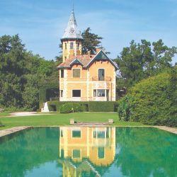 Casco de la estancia Villa Raquel, que perteneciera a Felicitas Guerrero de Alzaga y a sus herederos.