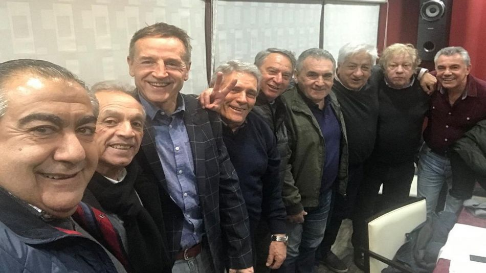 Héctor Daer, Jorge Sola, Carlos Acuña, Juan Carlos Schmid y Julio Piumato, entre otros dirigentes, en las elecciones del Sindicardo de Seguro.