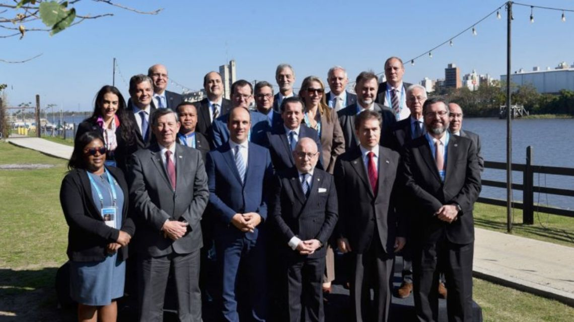 Mercosur foreign ministers meet in Santa Fe a day before the presidents meet.