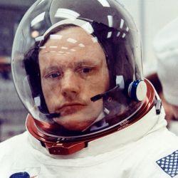 Neil Amstrong, el primer hombre en poner su pie sobre la superficie lunar.
